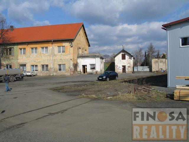 Komerční pozemek v blízkosti průmyslové zóny Triangl Žatec na okraji města Louny.