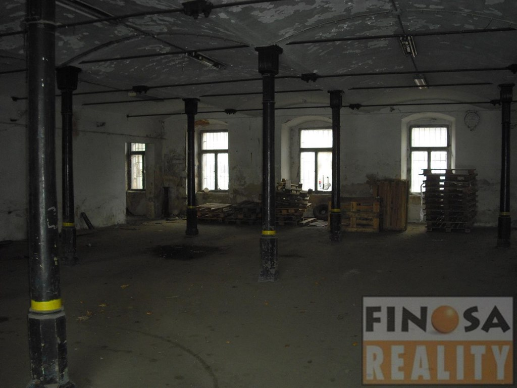 Nájem výrobních a skladových prostor na okraji Děčína