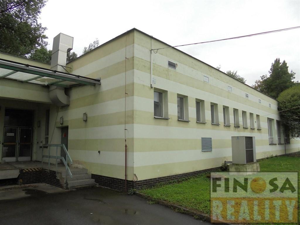 Nájem velkých výrobních, skladových a kancelářských prostor na okraji Jirkova.