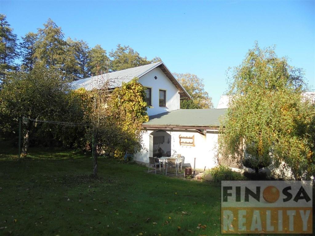 Na prodej samostatně stojící rodinný dům 6+1 s velkou zahradou, garáží a stodolou v Kamenickém Šenově, okr. Česká Lípa.