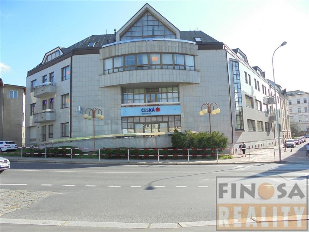 """Nabízíme k nájmu volné prostory v suterénu administrativního centra na """"dobré adrese"""" v Děčíně."""