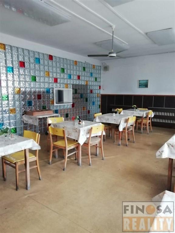 Pronájem samostatně stojících komerčních objektů v obci Vroutek u Podbořan, okr. Louny.