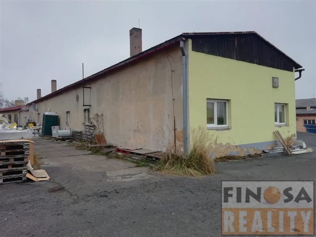 Prodej samostatně stojících komerčních objektů v obci Vroutek u Podbořan, okr. Louny.