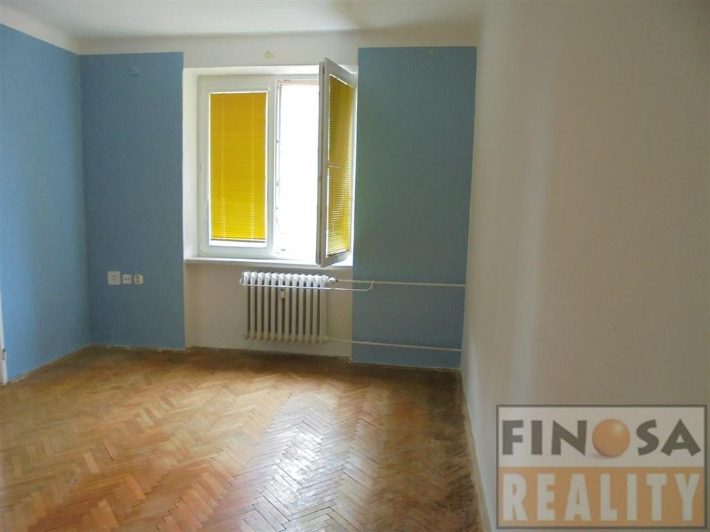 Nájem standardního bytu 1+2, ulice Haškova, v hezké lokalitě Chomutova.