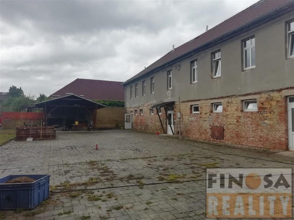 Na prodej samostatně stojící objekt víceúčelové stavby v obci Strupčice – část Hošnice nedaleko Chomutova.