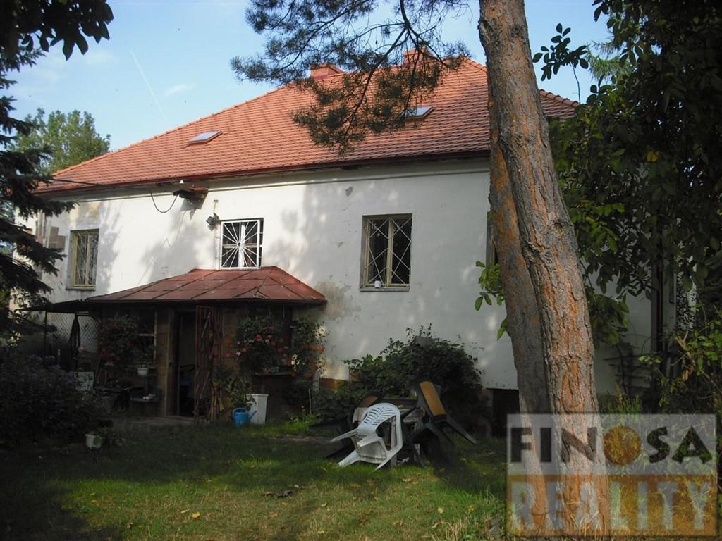 Na prodej samostatně stojící rodinný dům na okraji obce Ploskovice.