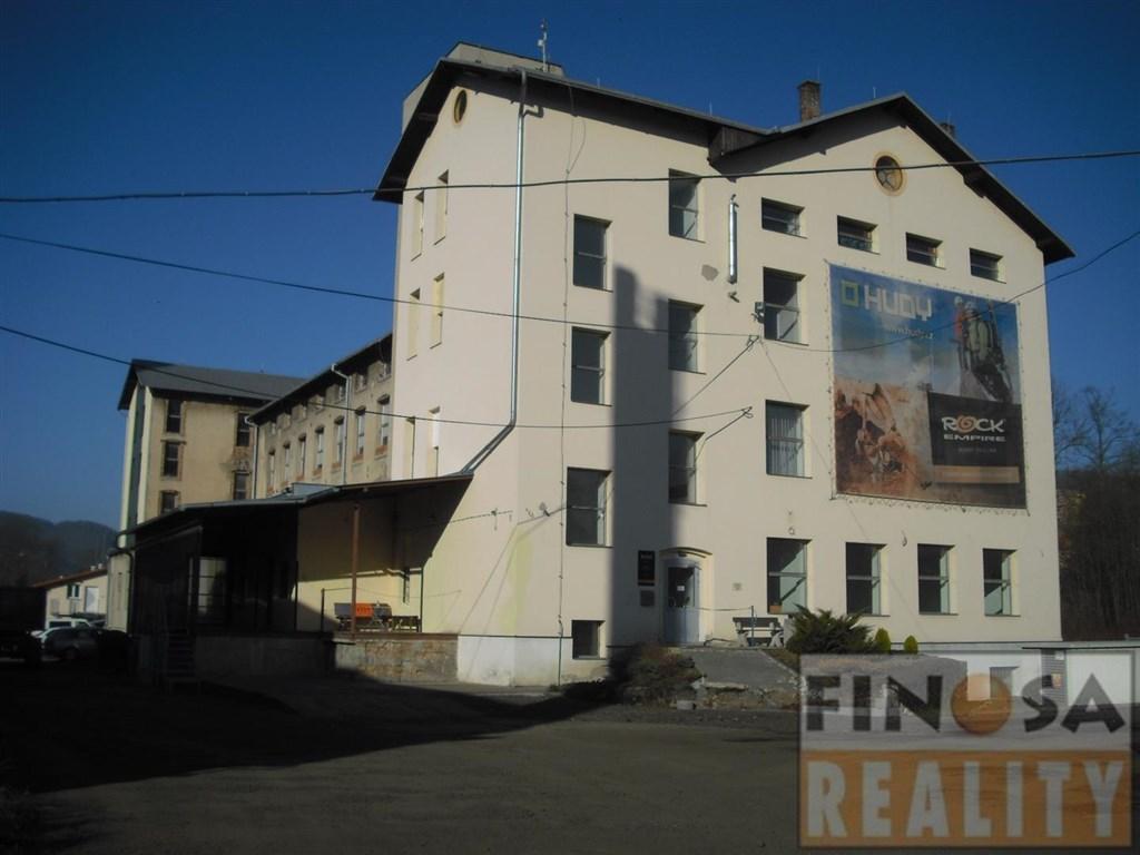 Na prodej velký, samostatně stojící komerční objekt v Benešově nad Ploučnicí