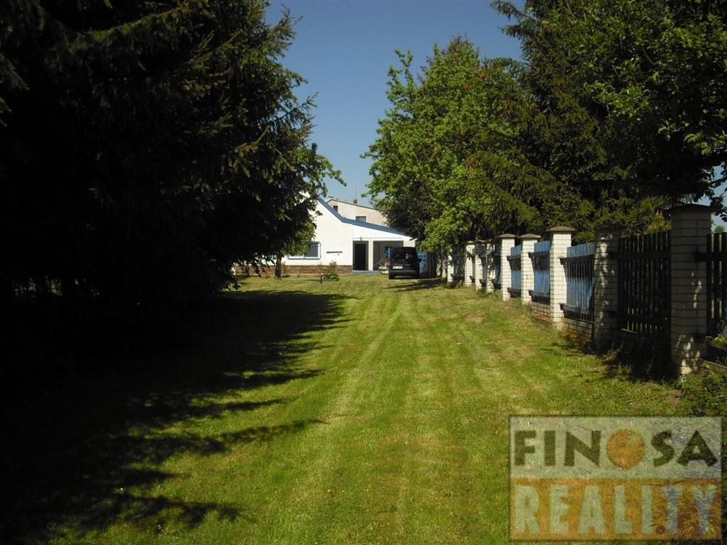 Na prodej samostatně stojící rodinný dům s velkým pozemkem v obci Valov u Podbořan.