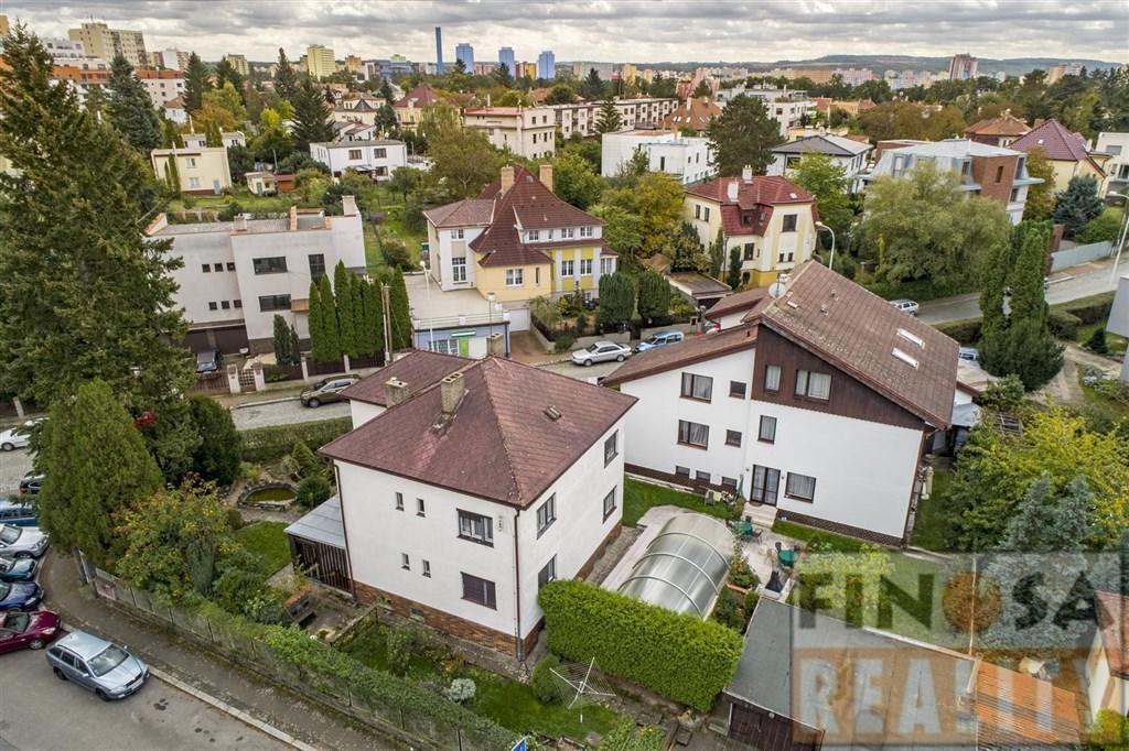 Prodej penzionu a vily v Praze-Hodkovičkách.