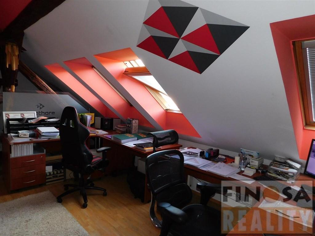 Pronájem reprezentativních klimatizovaných kanceláří v obchodně administrativní budově nedaleko centra Ústí nad Labem, ul. Bozděchova, Masarykova