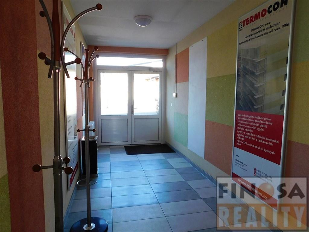 Pronájem komerčních prostor (šesti kanceláří) v areálu v Teplicích-Novosedlice, ul. Valentinská