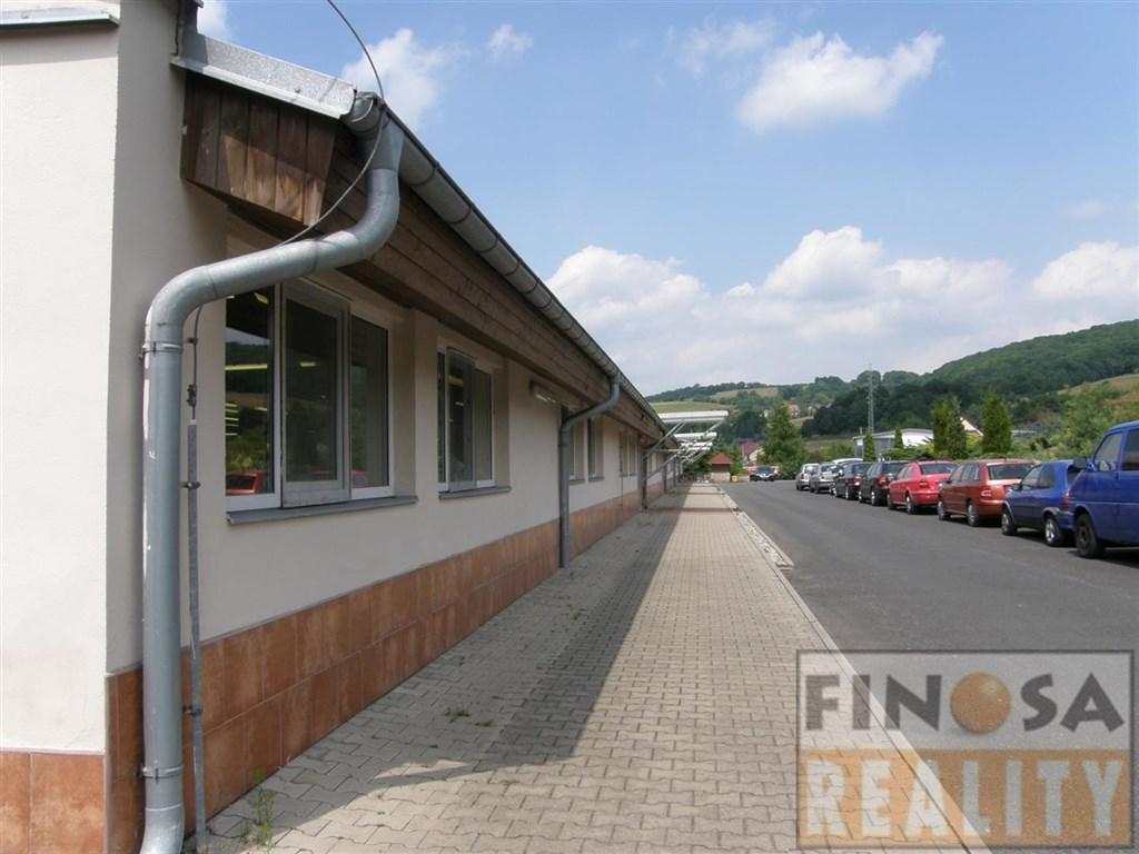 Skladovací hala s rampou s rozsáhlými zpevněnými plochami v Chuderove, okr. Ústí nad Labem