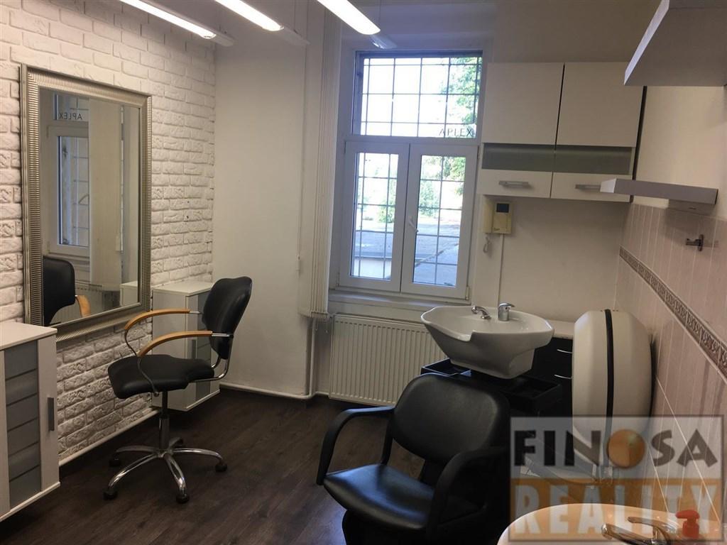 Prostory pro holiče či kadeřnici k pronájmu ve Vaníčkově ulici v centru Ústí nad Labem